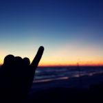 Hang Loose: significato e origini del saluto dei surfisti