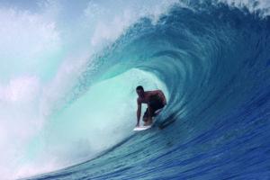 prendere un onda nel surf