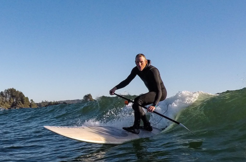 surfista sup stand up paddle rema onda
